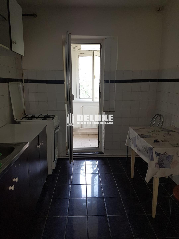 De inchiriat apartament cu 2 camere in Micro 20