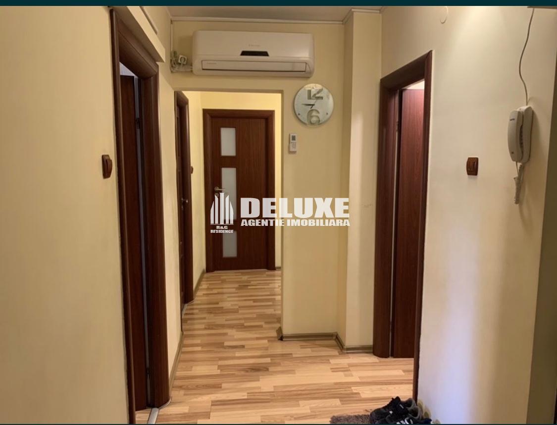 Apartament cu 3 camere General