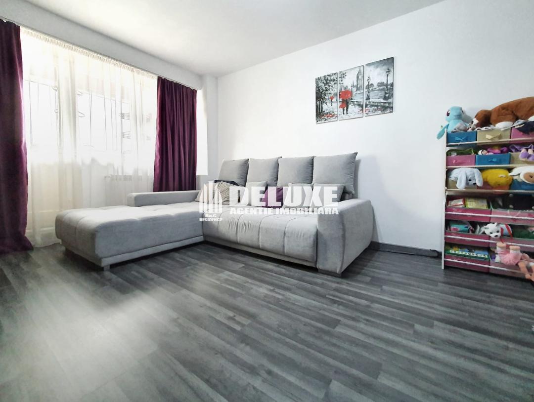Apartament cu 2 camere in Micro 18,etaj intermediar